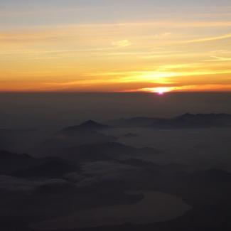 昇る朝日(1)