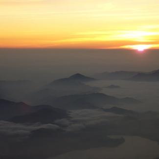 昇る朝日(2)