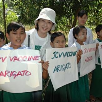 村の医療施設で「JCV ワクチンありがとう」の歓迎を受けました