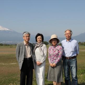 富士山を借景に