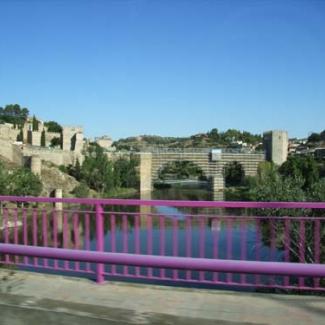 ローマ時代の橋をのぞむ