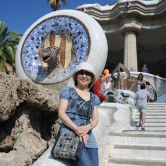 二つ目の噴水、カタルーニャの旗の中に愛らしい(!?)ヘビの頭