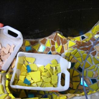 モザイクの材料はヴェネチア産の色ガラス板