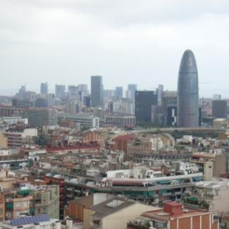 ひときわ目を引くのが2005年に完成したアグバール・タワー