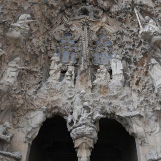 「生誕のファサード」 サグラダ・ファミリアは『目で見る石の聖書』